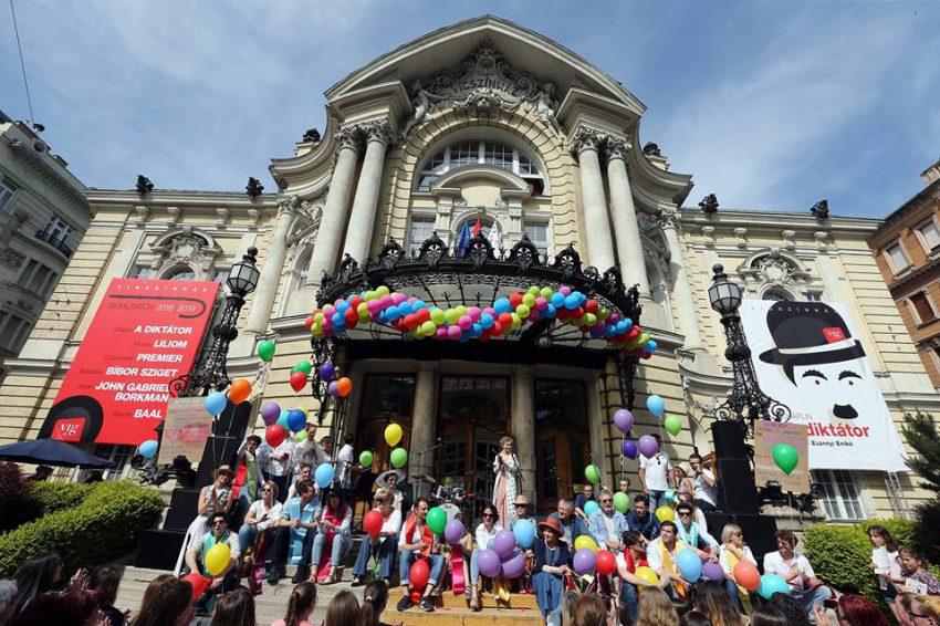 Vígmajális - 2019. május 1-jén ünnepli 124. születésnapját a Vígszínház