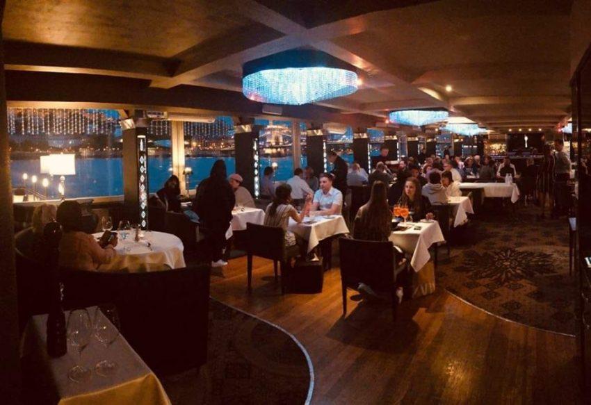 A legjobb étterem a vízen: Spoon hajó