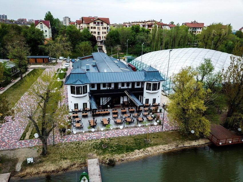 A legjobb étterem a szárazföldön: VakVarjú Csónakház étterem