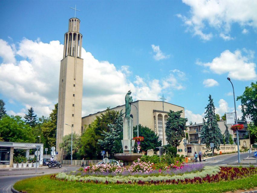 Bauhaus-épületek Budapesten: Pasaréti téri templom