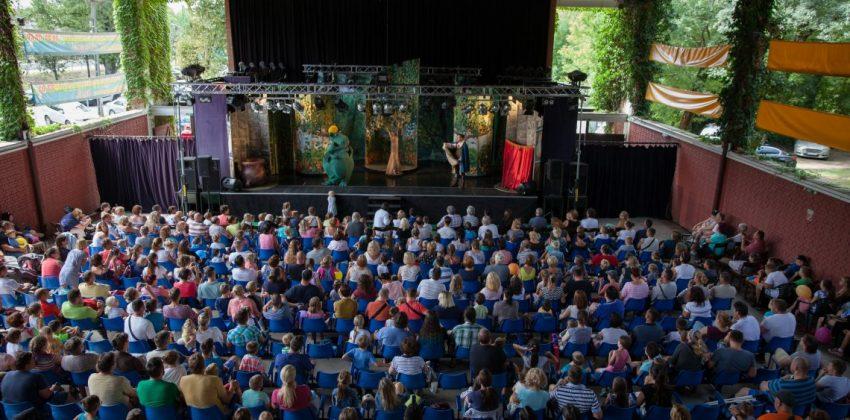 Balaton esőben gyerekkel: Csukás Színház