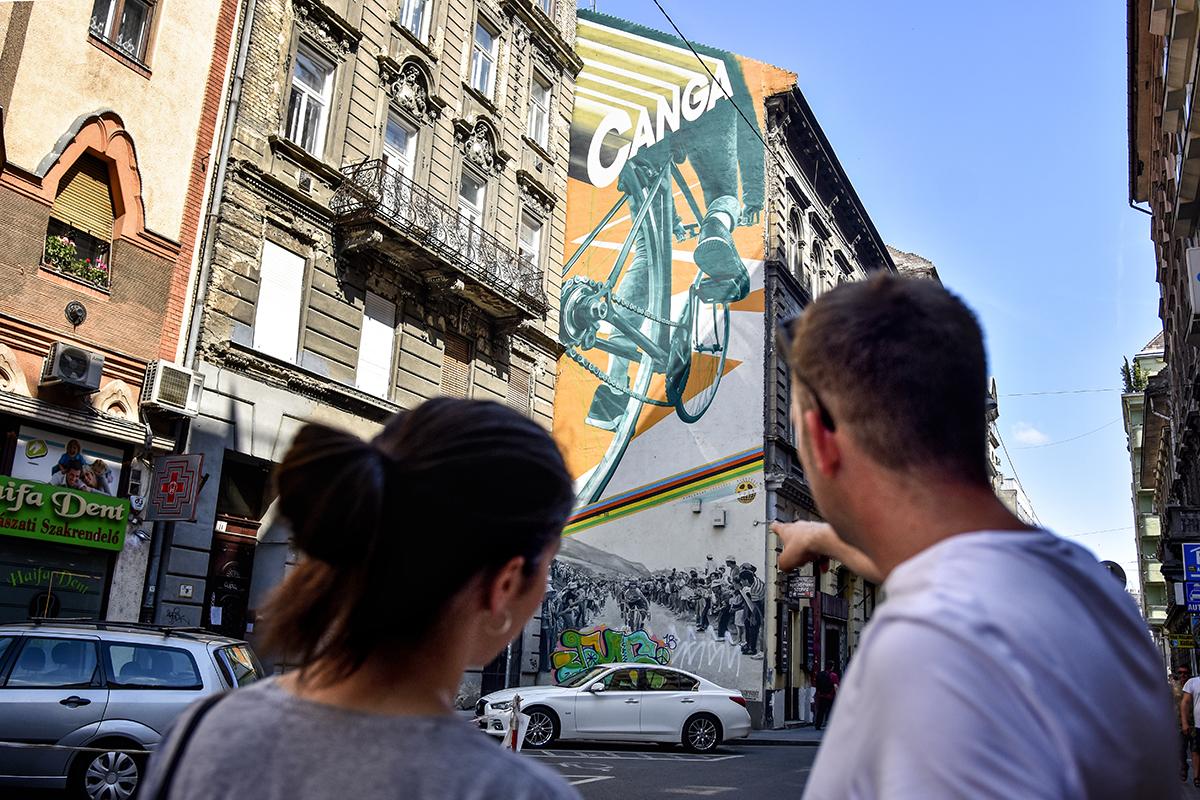 A Neopaint elkísért minket egy belvárosi tűzfalfestmény-túrára