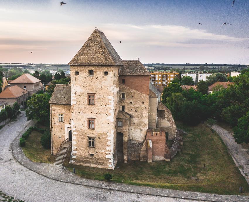 Balaton esős időben programok: Simontornyai vár