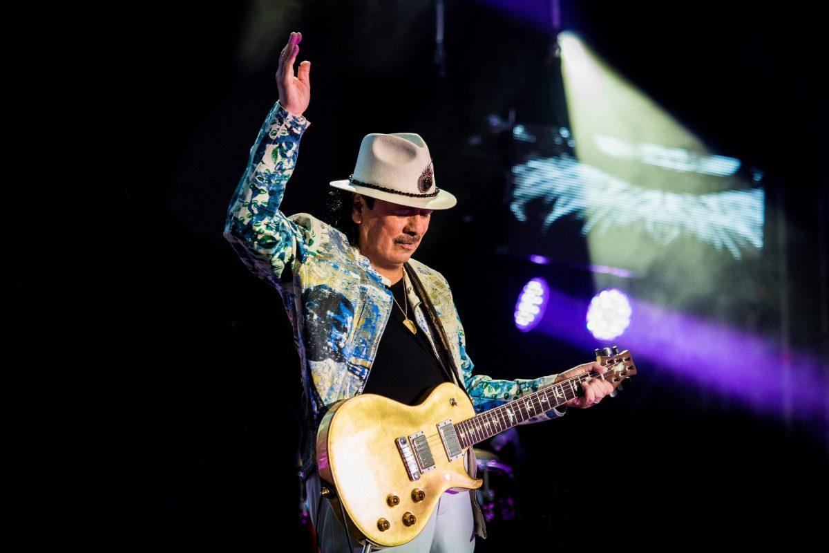 Márciusban Budapestre látogat Carlos Santana