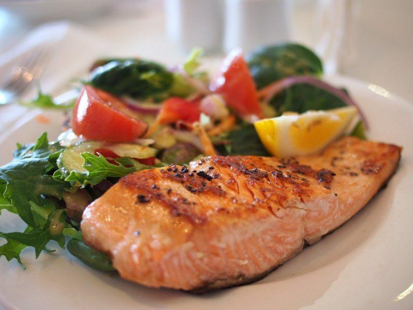 Ketogén diéta halételekkel