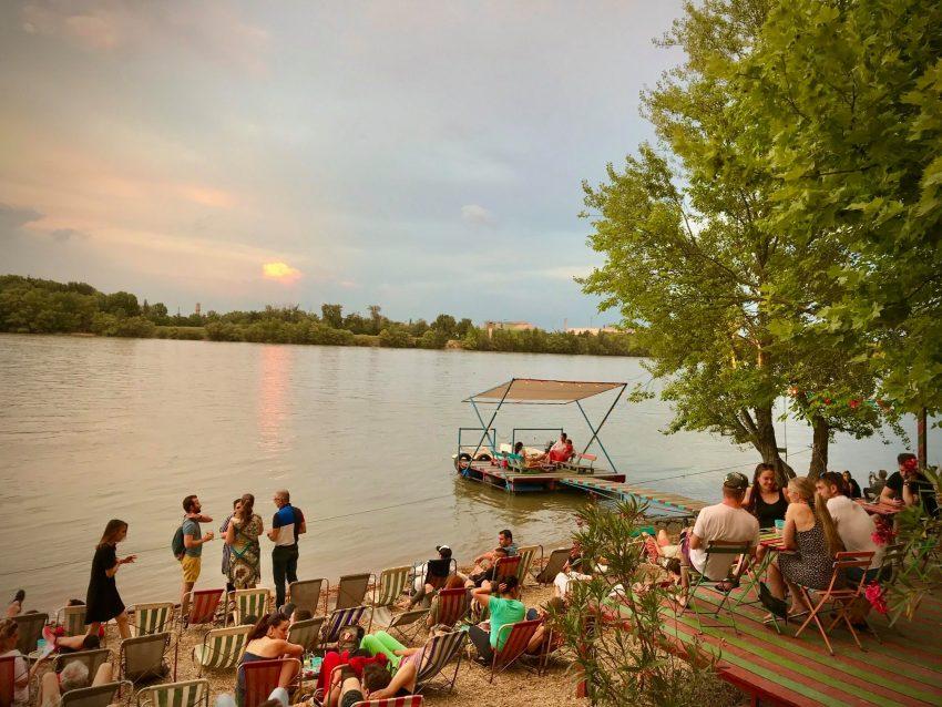 Dunaparti kiülős helyek: Fellini Római Kultúrbisztró