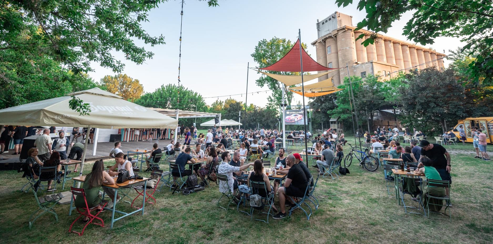 60+ kerthelyiség és kiülős hely Budapesten, ami tárt karokkal vár a 2021-es szezonban