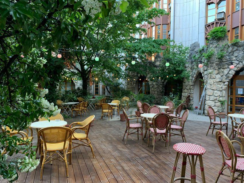 Kiülős helyek Budapest: Bereg Embassy Bar & Café