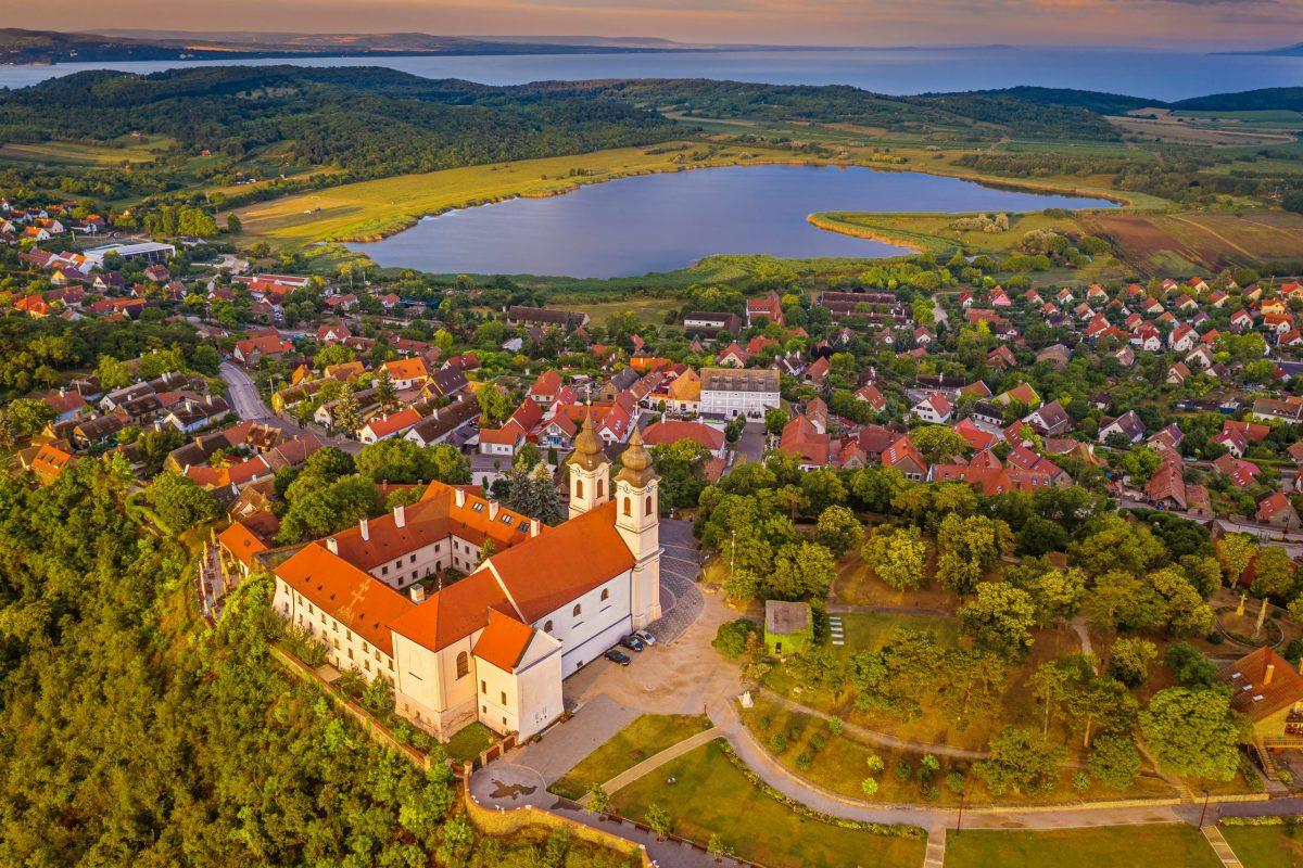 Tájkép: A Balaton északi partjának gyöngyszemei