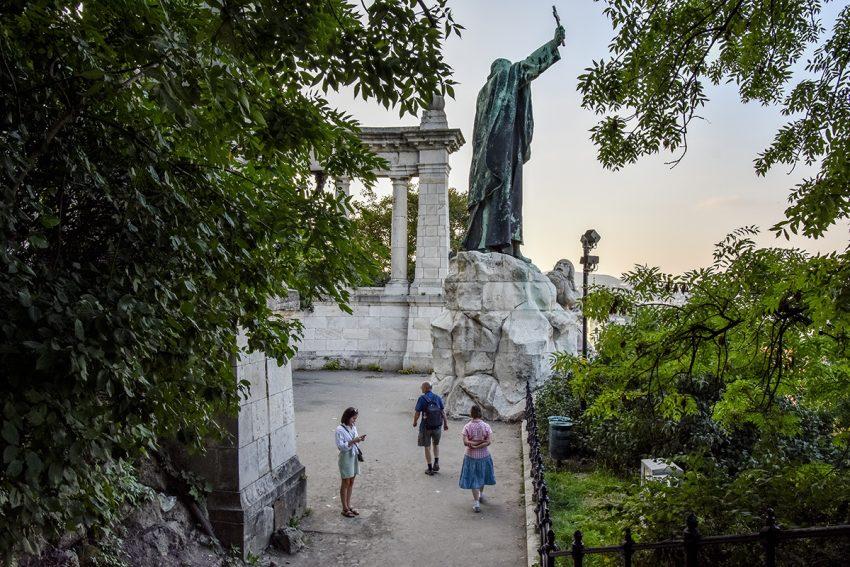 Digitális Vándor, Gellért püspök szobra
