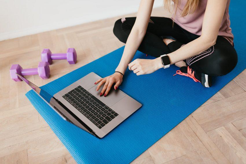Edzés otthon: 6 online torna, ami formában tart a karantén alatt