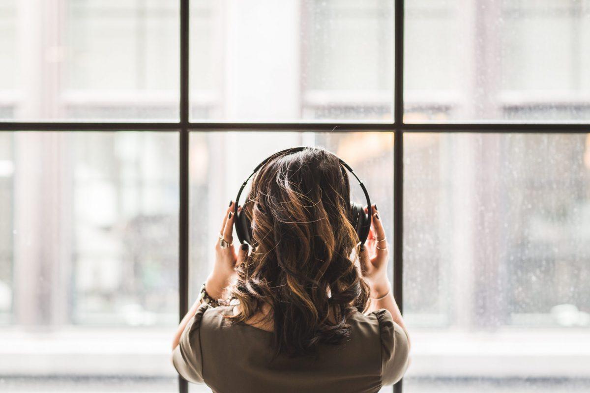 Hallgatni arany: 6 podcast, amit vétek lenne kihagyni