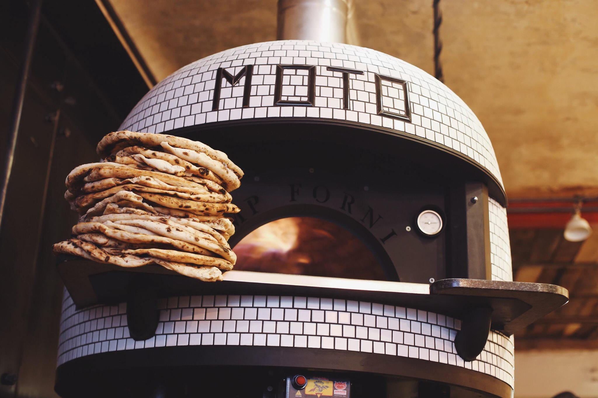 Globális pizza, globális flow: Ma izzik fel először a Moto kemencéje Budán