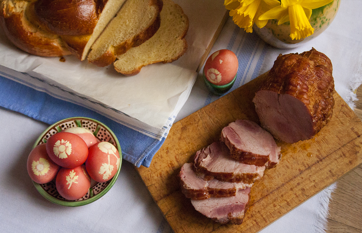 Békebeli húsvét: Sonka-, tojás- és kalácskészítés hagyományosan (recept)