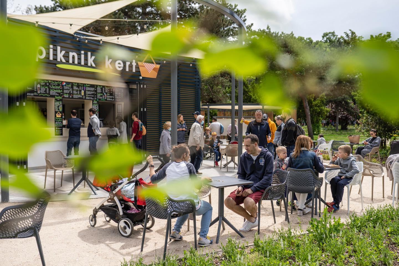 Megnyitott a Városliget új színfoltja, a Piknik Kert