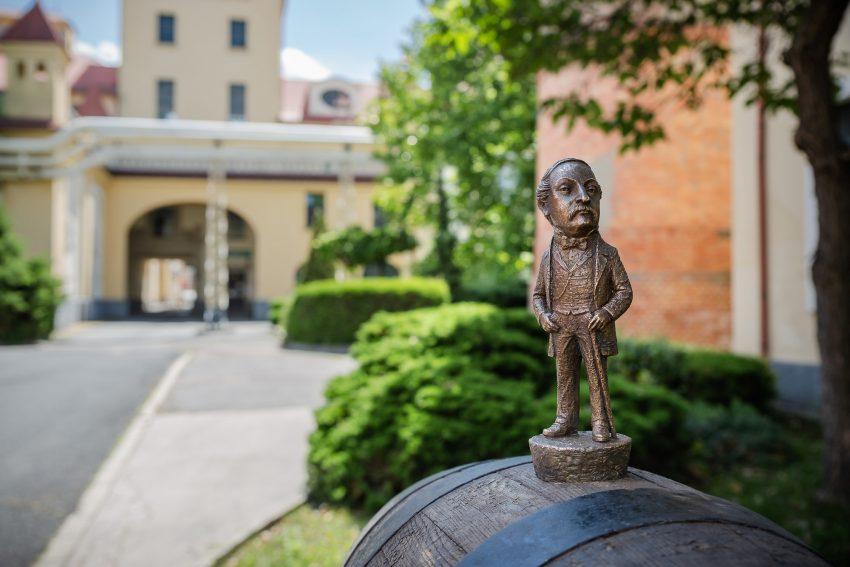 Kolodko szobor látogatás és tárlatvezetés a Dreher Sörmúzeumban