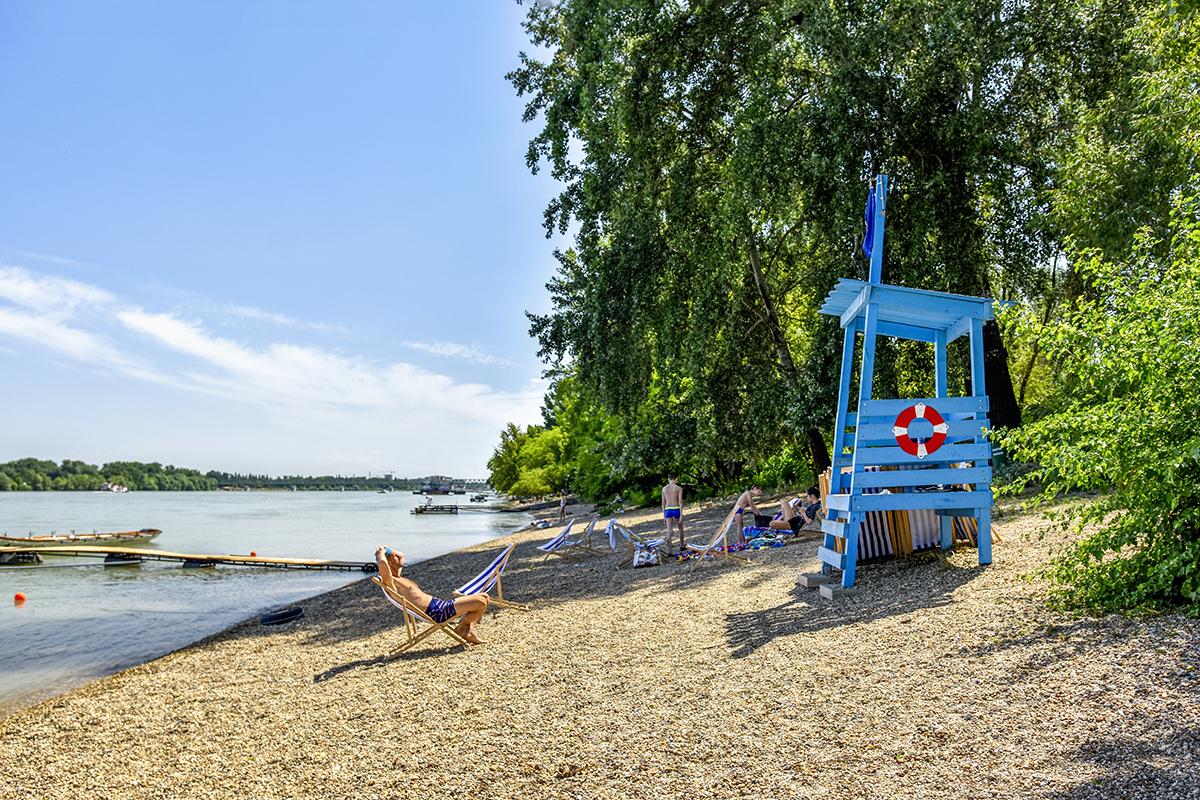 Megnyitott Budapest első természetes vizű, ingyenes Duna-strandja