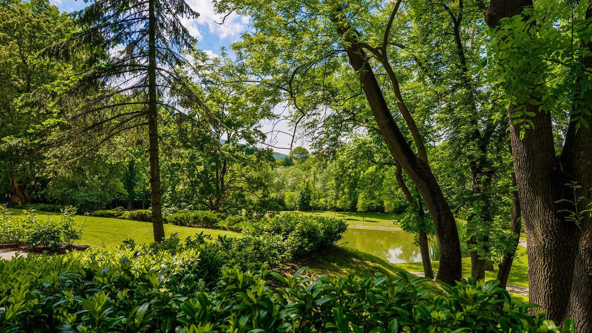 Fülbemászó nyáresti dallamokkal telik meg egy gyönyörű vidéki kastélypark pénteken