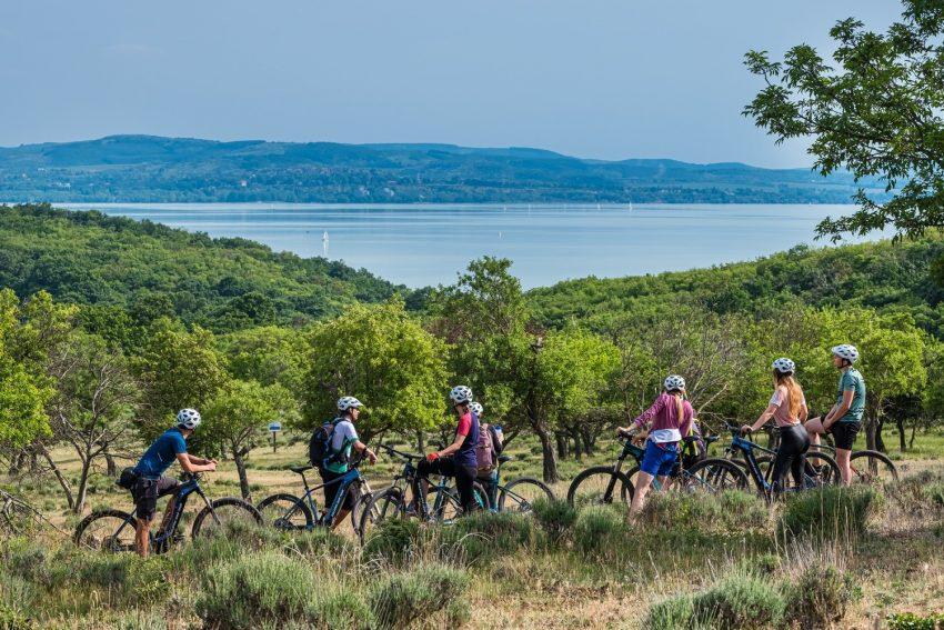 A legjobb programok a Balaton északi és déli partján: e-bike túra