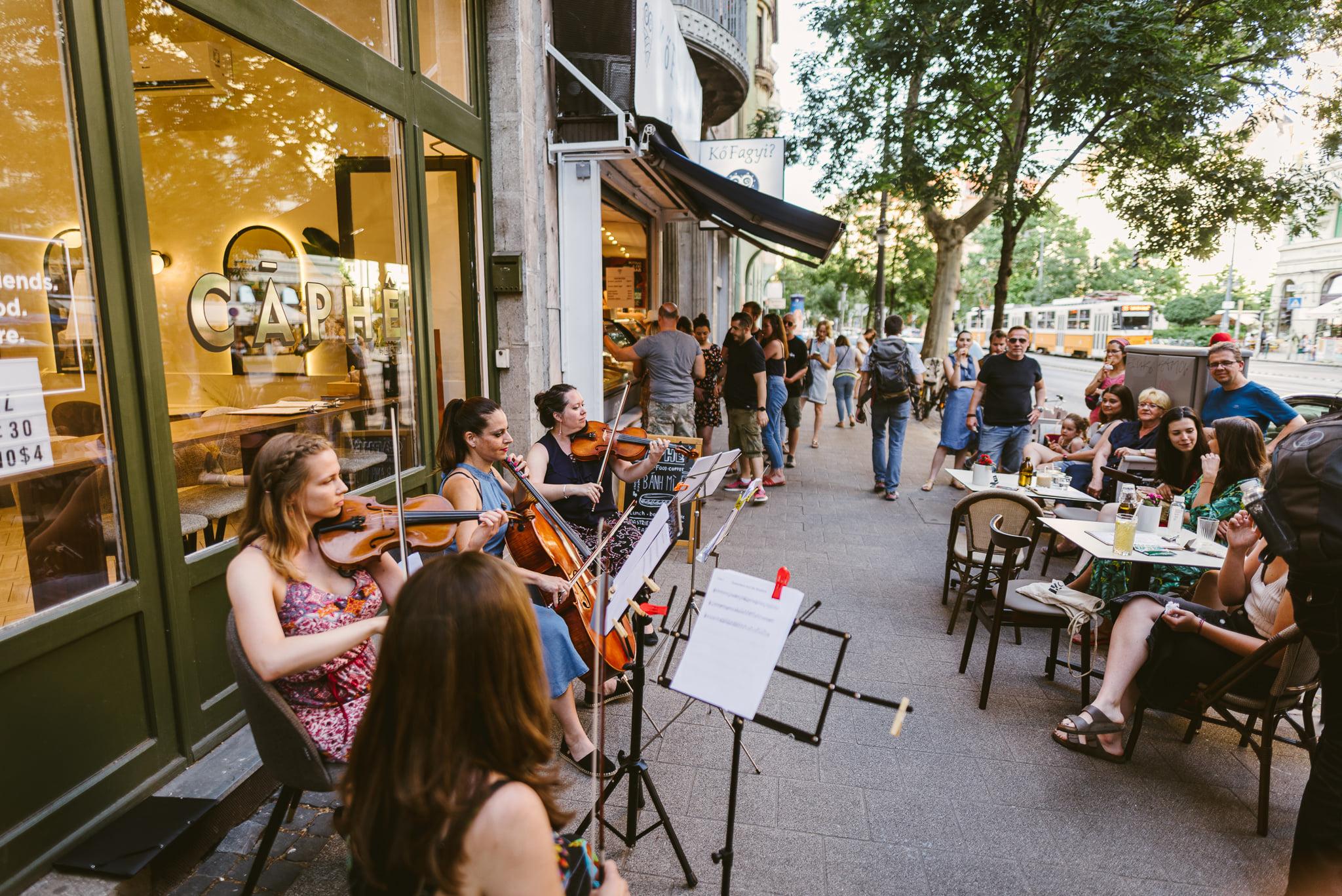 Ingyenes, köztéri minikoncerteknek ad otthont a Bartók Béla út
